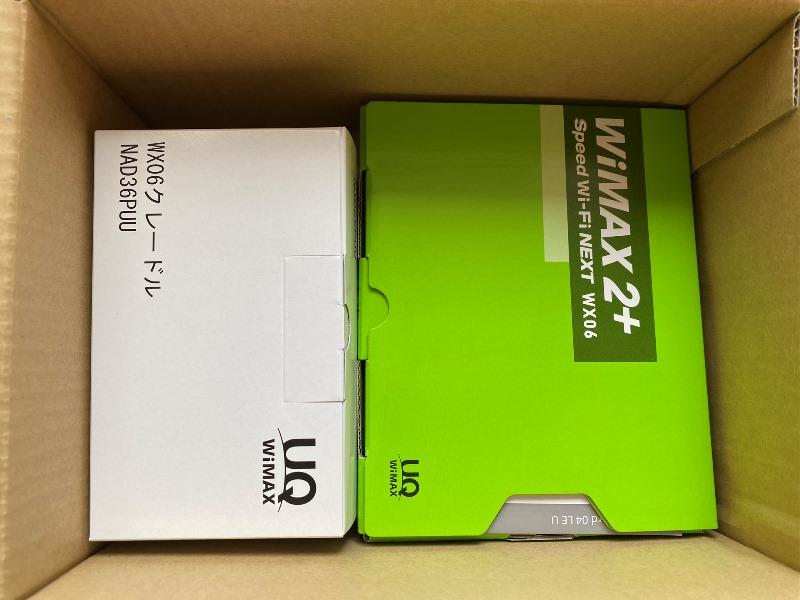 ➁箱の中身はクレードルとWiMAX本体